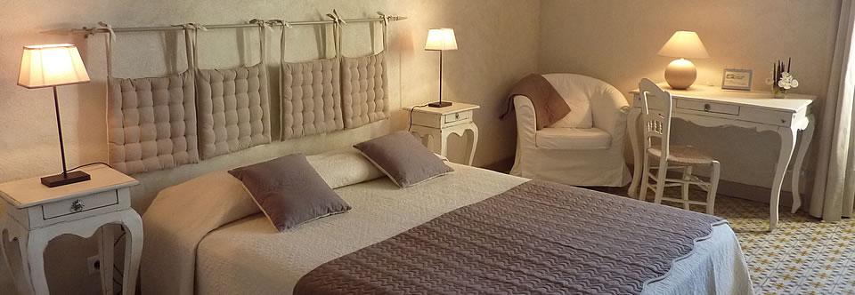 chambres d 39 h tes la malle poste en luberon g te en luberon. Black Bedroom Furniture Sets. Home Design Ideas